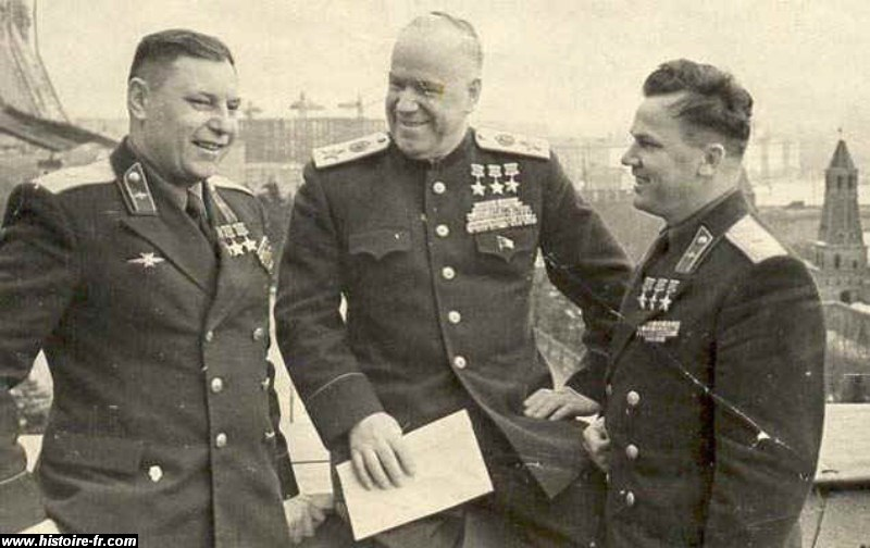 Le général Joukov, au centre. Rusia y Siglo xvi
