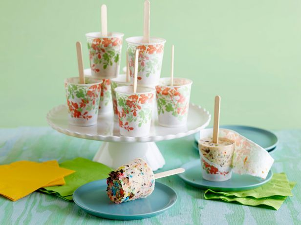 Ice Cream Freezer Pops: You don't need fancy popsicle molds to make The Pioneer Woman's kid-friendly treat. She builds these pops right inside throw-away paper cups. #RecipeOfTheDay
