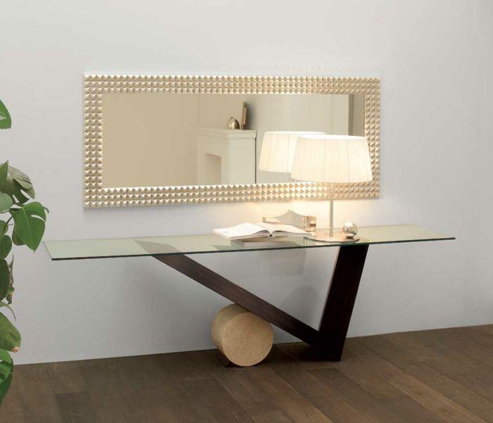 Einrichtungsideen Flur - Der Tisch als Teil der Flureinrichtung. Nicht jede Wohnung verfügt über eine große Diele, welche man mit alles einrichten kann, was
