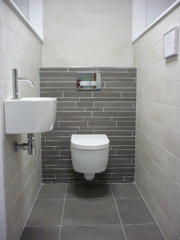 Badkamer ideeen modern toilet met natuurlijke kleuren door svv idee n voor het huis - Wc tegel ...