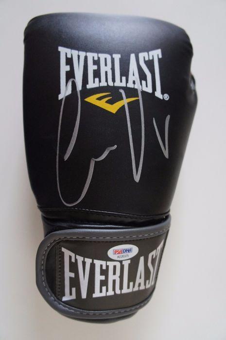 Officiële nieuwe en ongedragen ondertekend door de legendarische Conor McGregor UFC zwarte Everlast Bokshandschoen gesigneerd met & Officiële nieuwe en ongedragen ondertekend door de legendarische ...