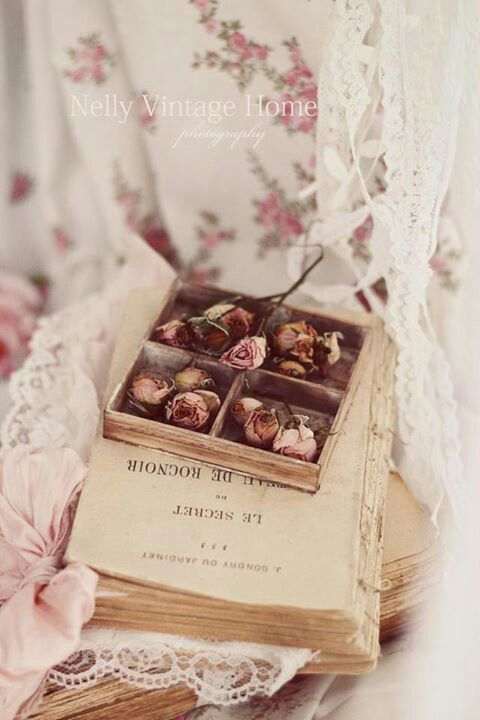 Shabby, roses, lace and old books!