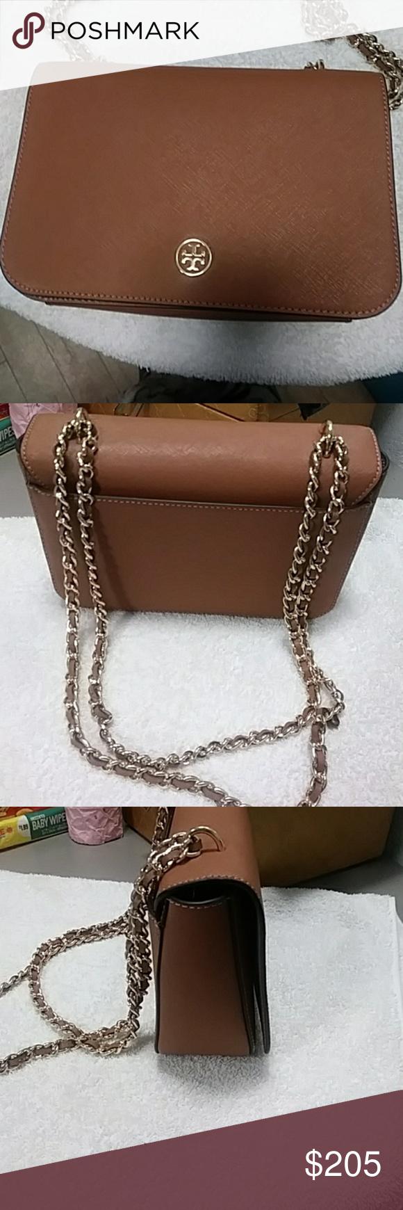 f80e601b4cf5 Tory burch emerson adjustable shoulder bag Excellent condition Tory Burch  Bags Shoulder Bags