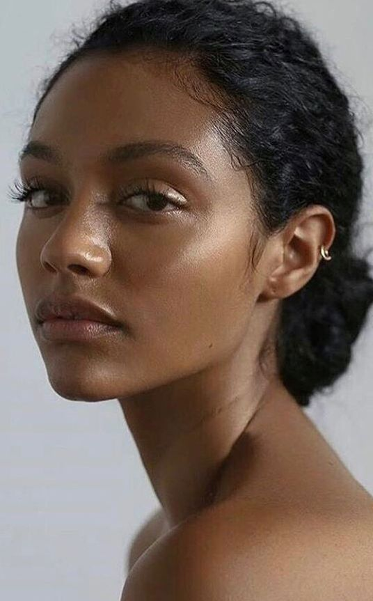 Photo of Summer Make Up Look – Ultra hydrated, dewy skin with highlighter on the outer li…