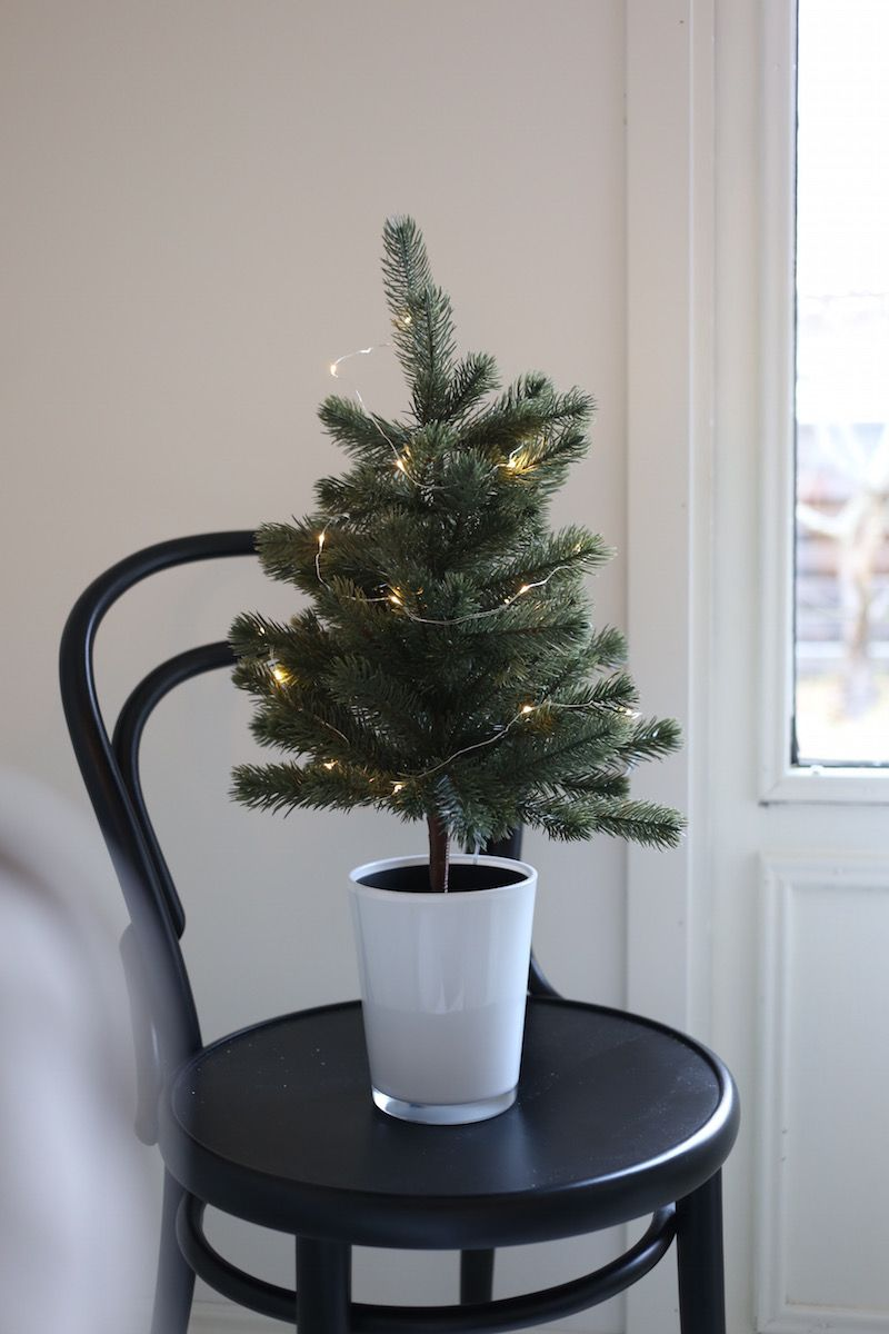 Homevialaura | First Advent | Ton Chair 14 | table christmas tree