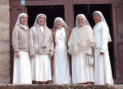 Ceremony and rubric of the Spanish Church - Feminine religious habits - Religious habits