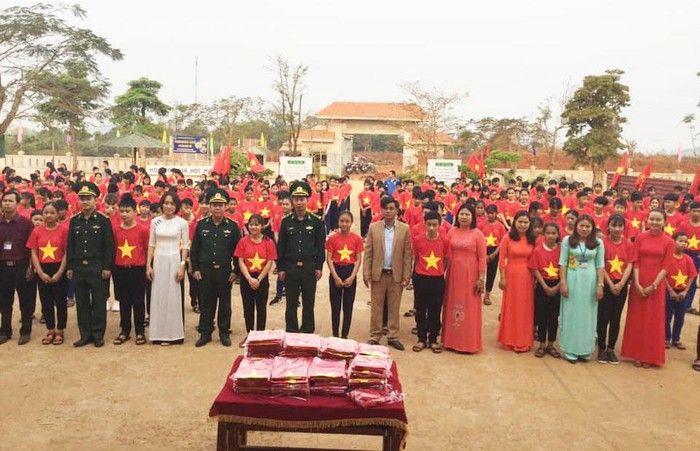 Áo cờ đỏ sao vàng trường THCS Hướng Phùng
