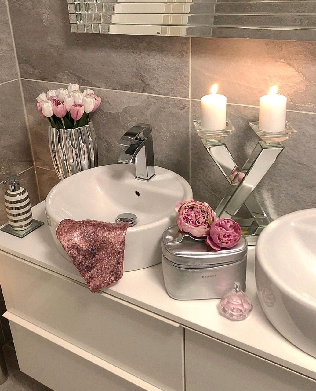 Pin by Astraea Roberts on Girly Decor | Pink bathroom ...