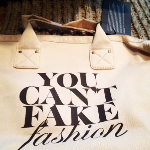 Love this tote! & I have it