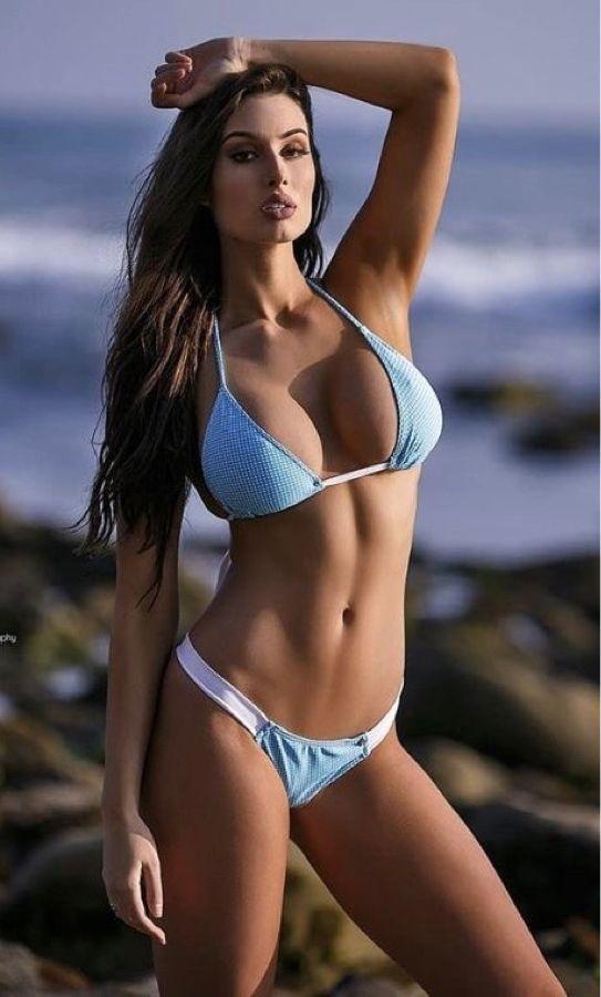 Fine bikini babes