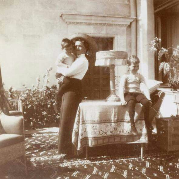 Grand Duchess Olga Nikolaevna Romanova of Russia with her Hessian cousins in 1912.A♥W