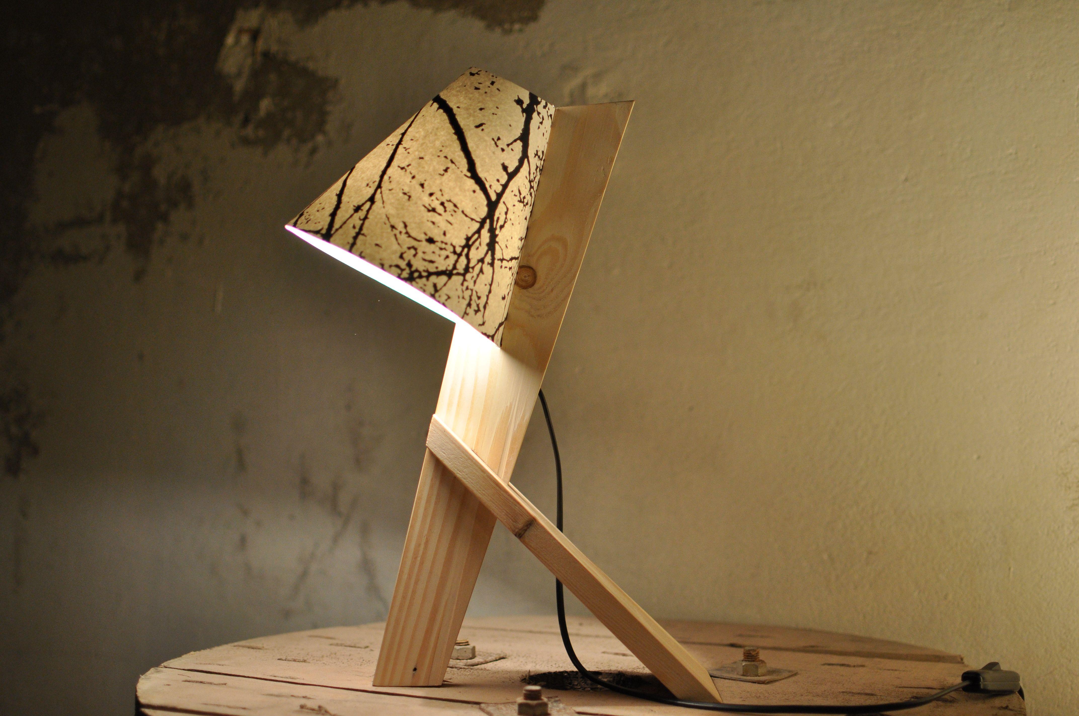 Lampe de chevet réalisée en bois de palette Sans colle l abat jour