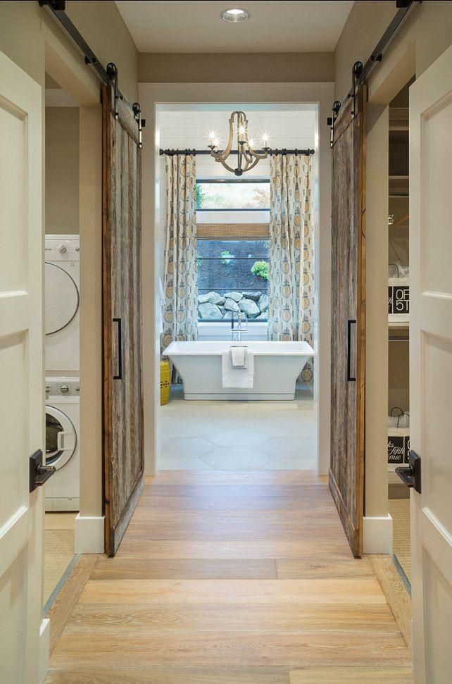 Une Maison Typique Americaine En Bois Et Pierre Et Tous Equipements Modernes Idee Deco Appartement Dressing Chambre Maison