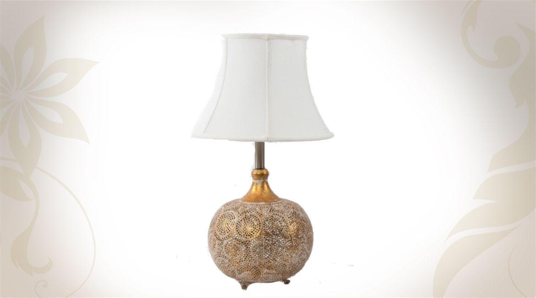 Abat Jour Métal Ajouré lampe de table avec abat-jour blanc et pied en métal ajouré motifs
