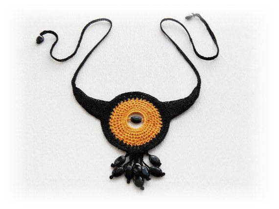 Dichiarazione collana crochet cerchio collana di CraftsbySigita
