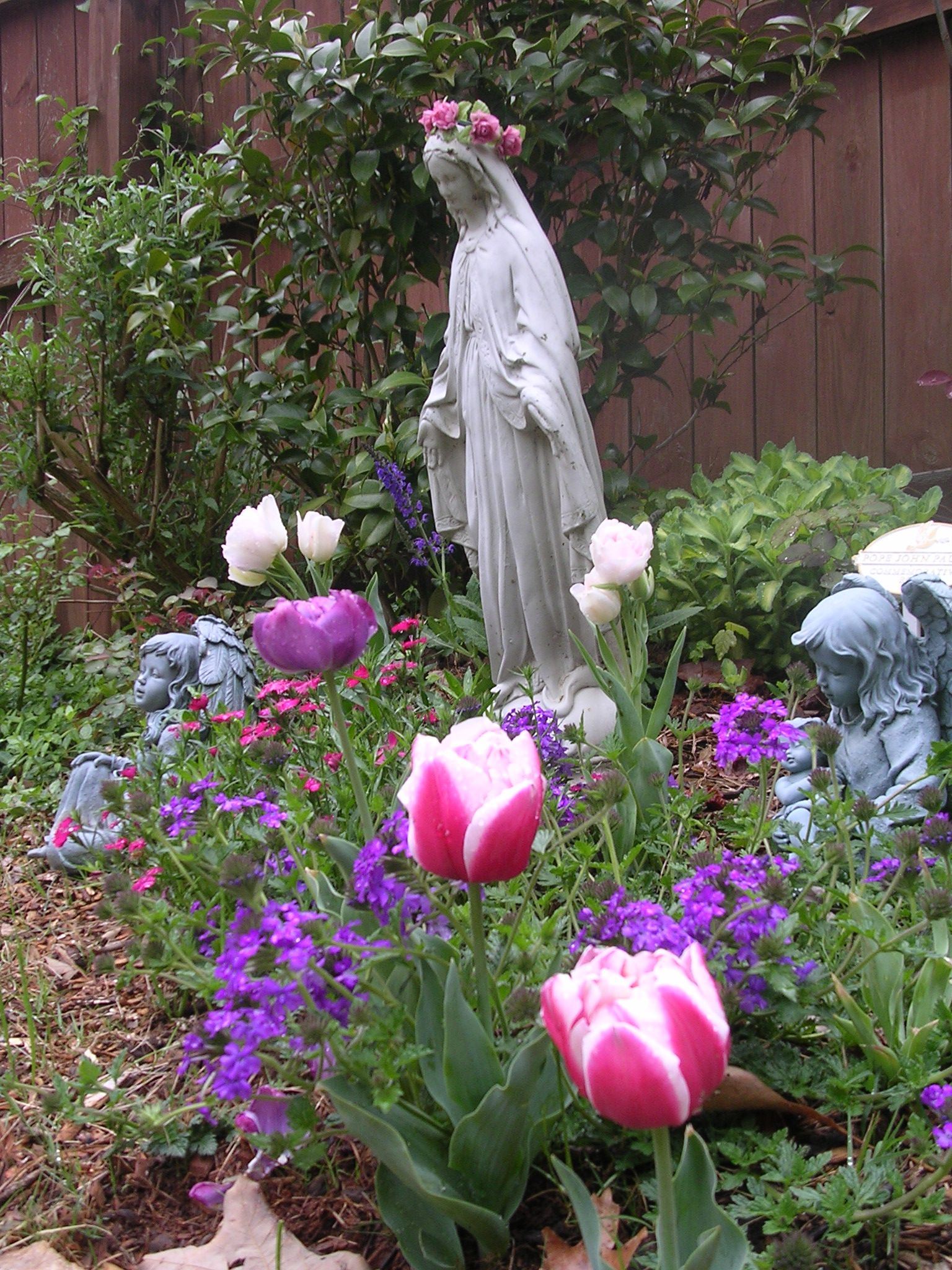 idea for Mary's garden! Check this out Julie! @Julie Fraser
