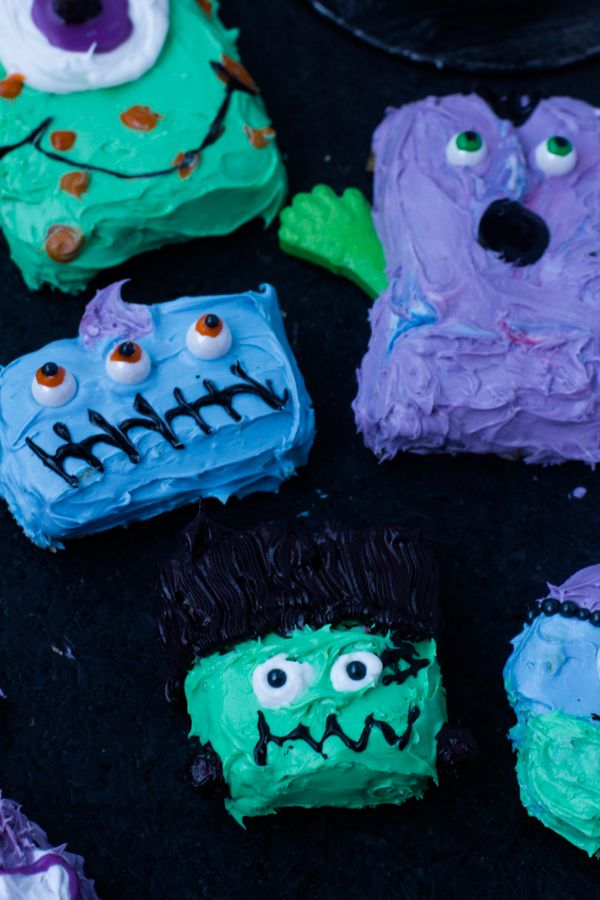cookie #monsters are so much fun to make! Plus read the tips in the recipe about how to make different monsters with one easy tip #halloween  ohsweetbasil.com-4