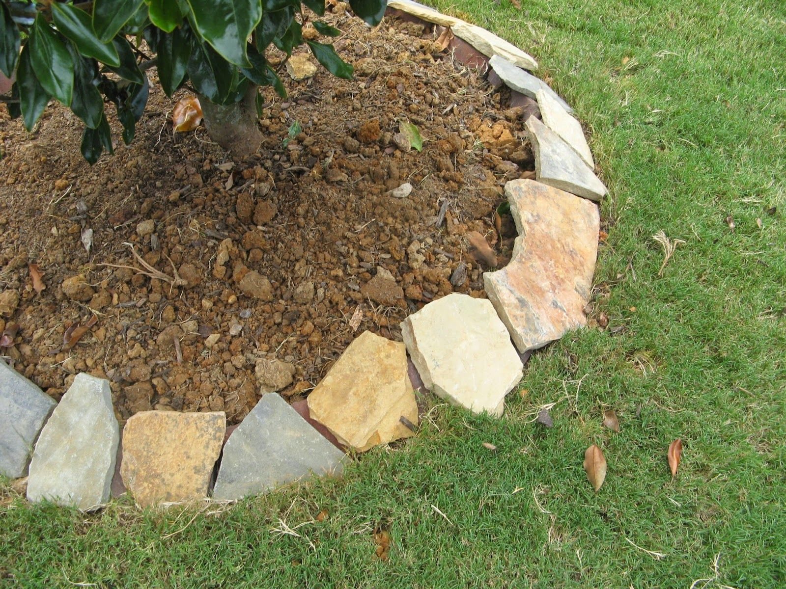 natural stone landscape borders to place the stones when it