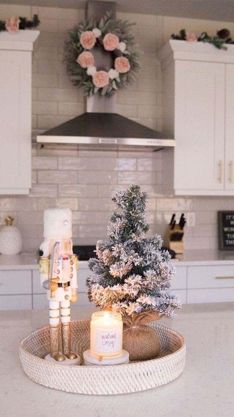 Simple Christmas Decorations For Your First Apartment