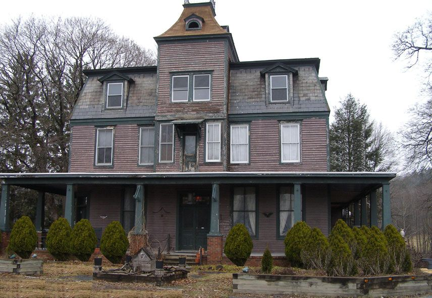Haunted Poconos Effort Pa It Is Said That The Old Village Inn By A Young Woman Who D During Childbirth While At She Walks