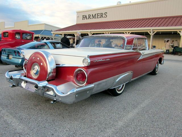 1959 Ford Fairlane 500 Skyliner with continental kit