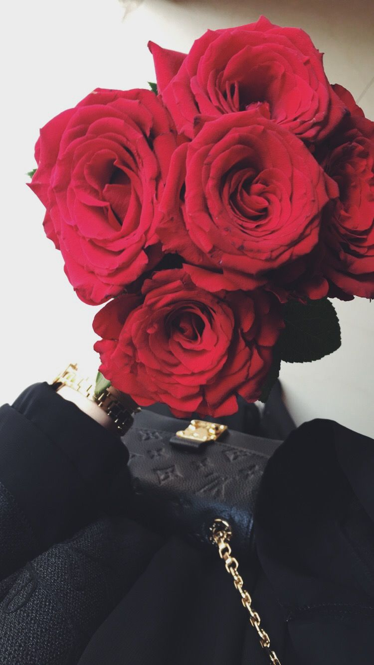 Pin By Arwa On Photos Taken By Me Beautiful Roses Flower Girl Photos Flowers