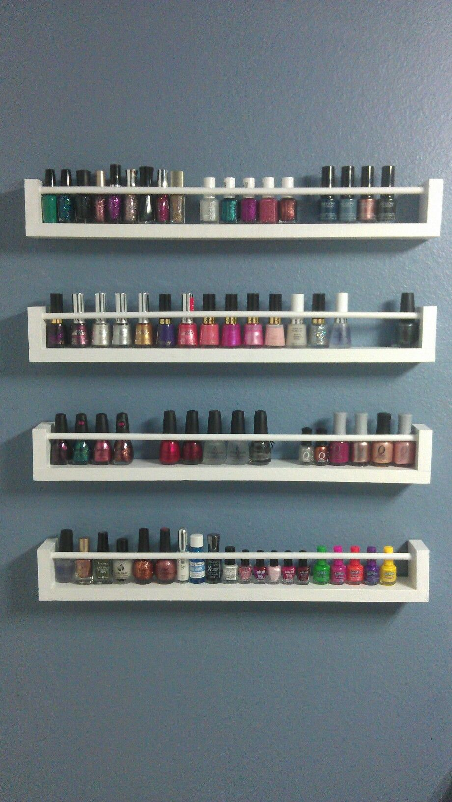 Diy spice rack nail polish holder made with 1x3 39 s dowel for Etagere cuisine rangement