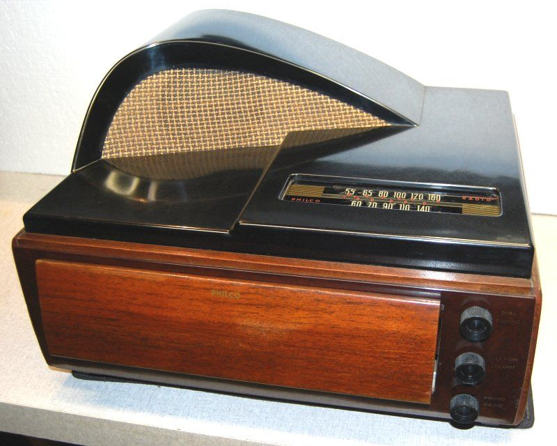 Philco 49 1401 Radio Phonograph 1949 Plays 10 And 12 78 Rpm Records It Contains Philcos M 7 Automatic Record Player Just Flip Down The Front Slide