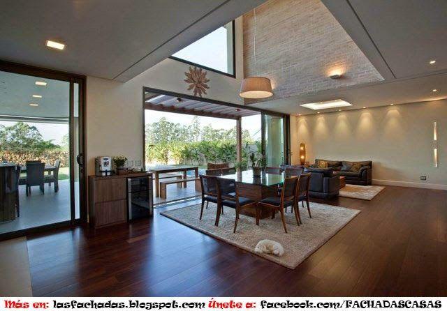 Fachada de casa contemporanea en brasil proyectos que for Fachadas de casas interiores