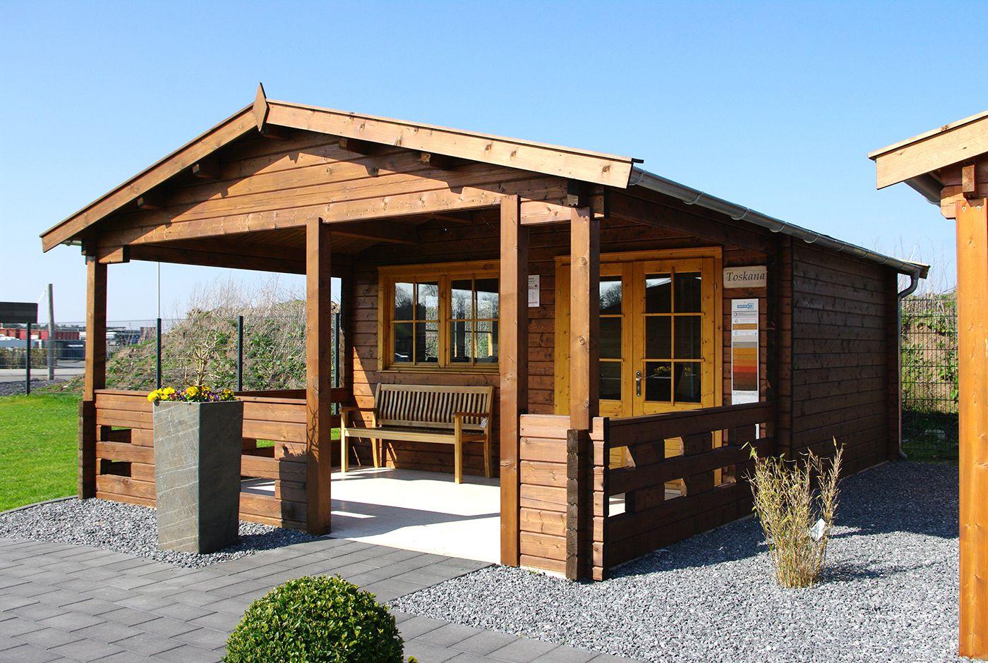 Ein großes Gartenhaus mit einer dicken Wandstärke von 70