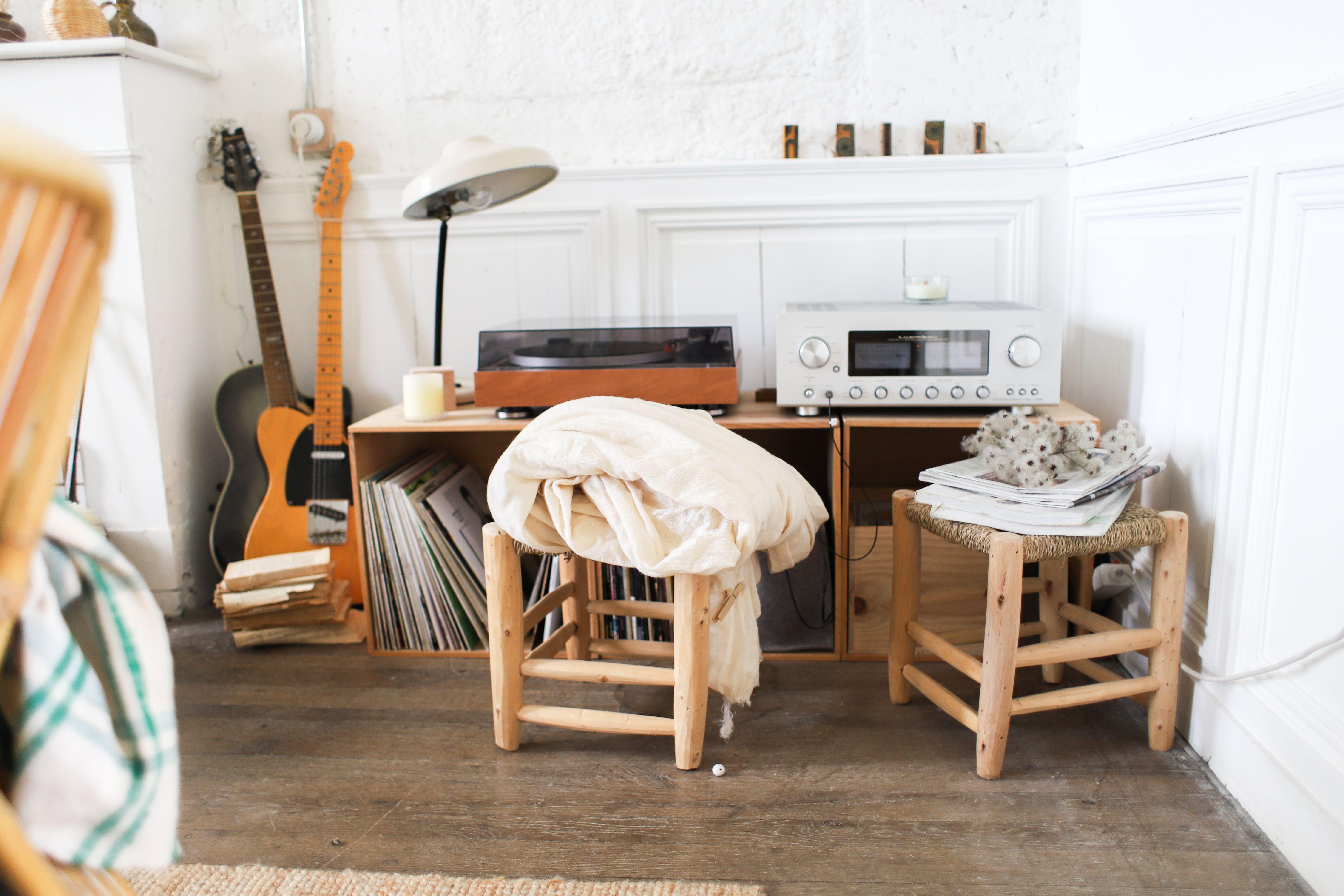 Le Coin Musique Chateau De Dirac En 2020 Deco Petit Salon Amenagement Petit Salon Idee Deco Petit Salon