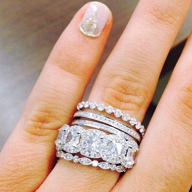 We Love This Band Set Somethinggoldweddings How To Wear Rings