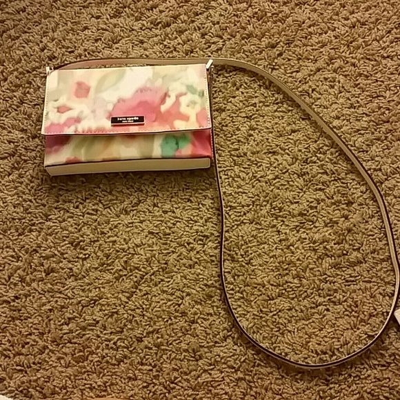Floral Kate Spade Bag/Crossbody Brand new / never used! Great for spring/summer! kate spade Bags Crossbody Bags