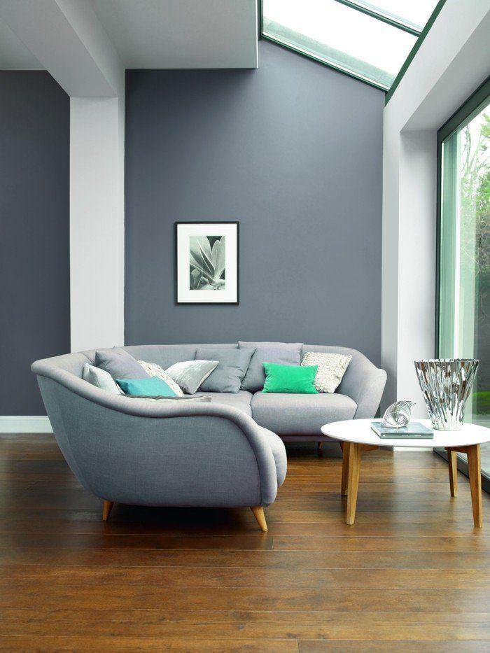 wohnzimmer grau graue wände schickes sofa holzboden Wohnung