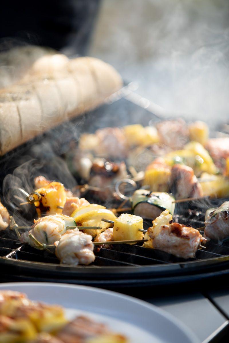 3 einfache und kreative Grill-Rezepte, Lachs-Ananas-Spieße