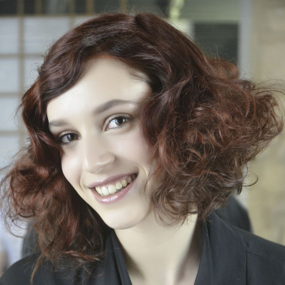 Diagnosis  hair is long, shapeless and flat colour henna dull and faded   Cut: with a retro look of the Roaring Twenties (1920/1925) ... #relooking http://www.livecoiffure.com/en/posts/20373-diagnosis-relooking-marion