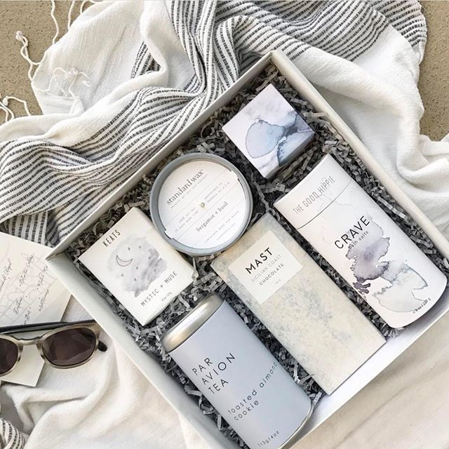 A curated gift set from Teak and Twine gift set with a limited edition Sicilian Coast bar from our Sea Salt Collection.