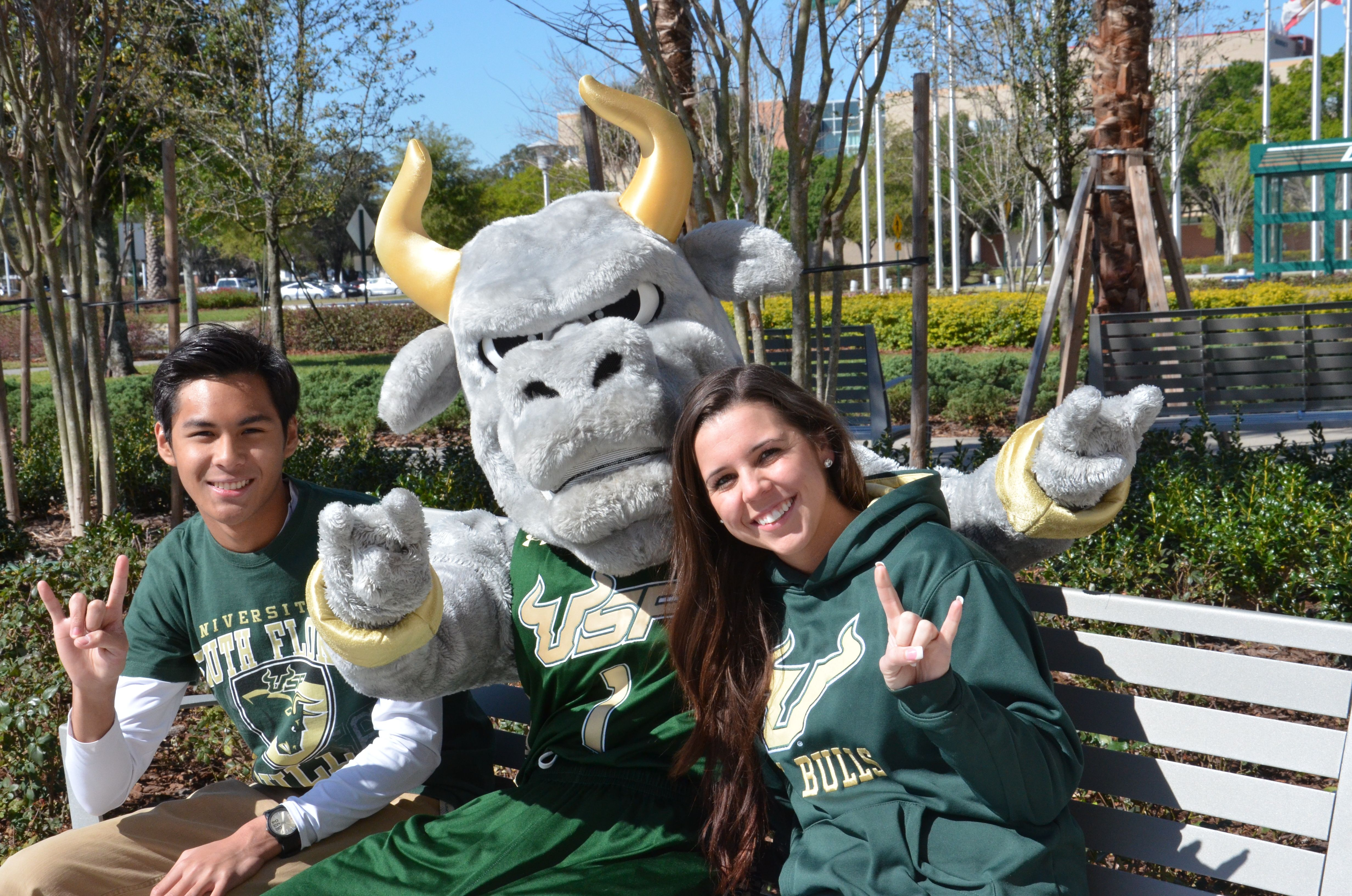 Rocky With Usf Students Throwing Up The Bull Horns At Collins Park Usf University Of South Florida South Florida Bulls
