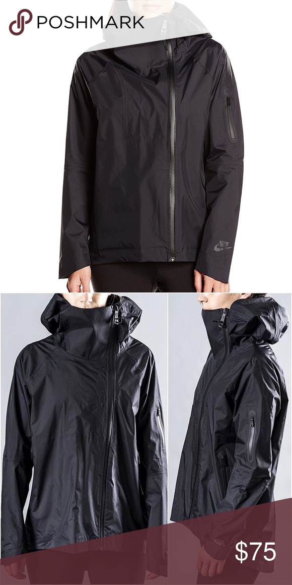 973b5d5ec Nike Women's H20 Woven Cape Barely worn Nike rain jacket. Features: -  Adjustable oversized