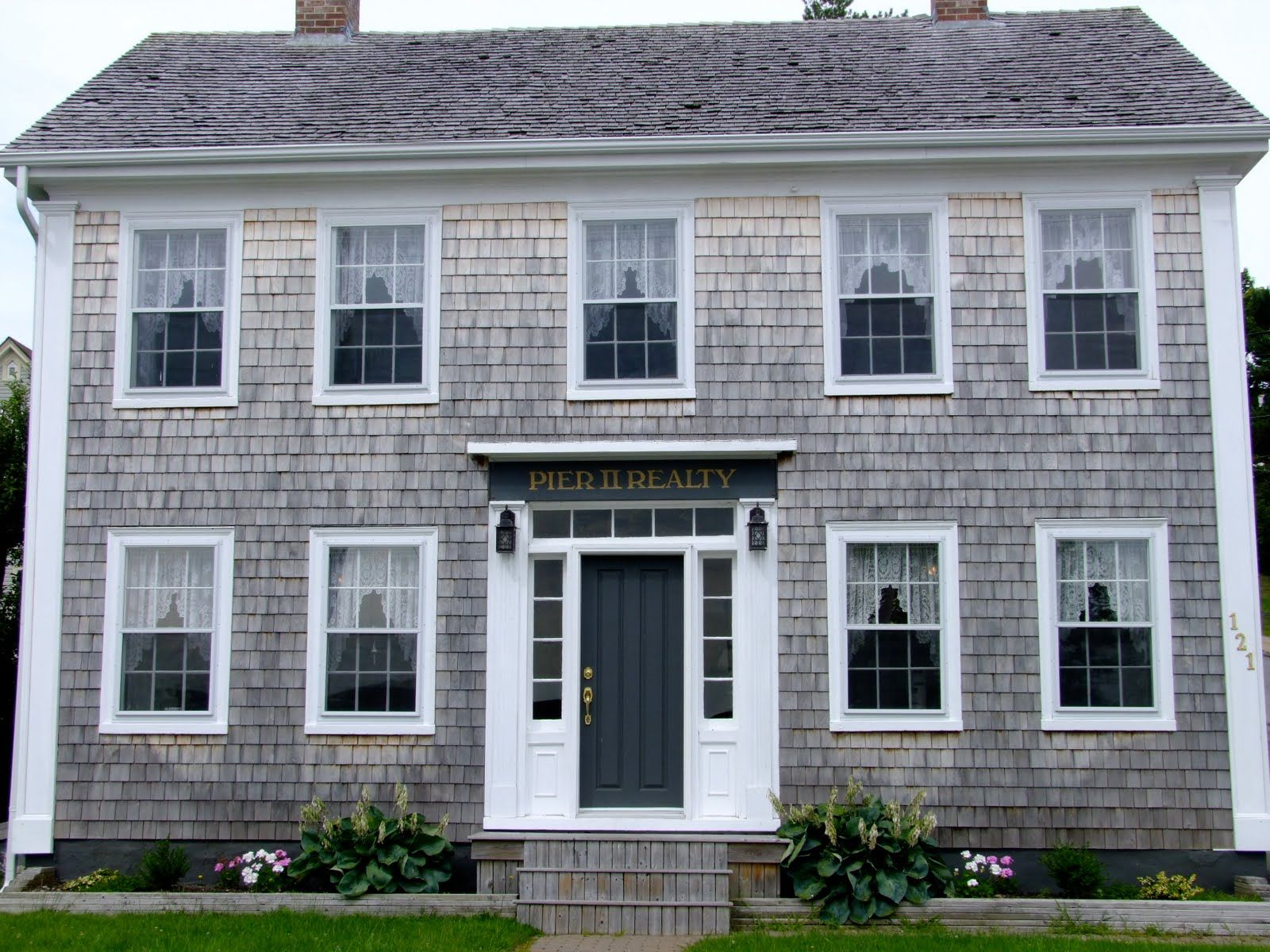 Best Grey Cedar Shake East Coast Road Trip Cedar Shakes Cottage Inspiration 400 x 300