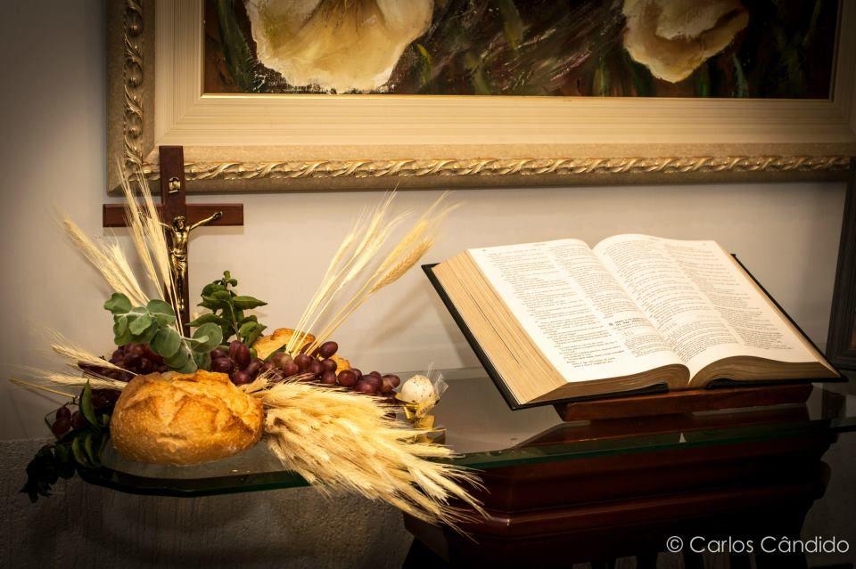 Oi queridos!  Hoje vim mostrar pra vocês uma mesa de Primeira Eucaristia que fiz no  fim do ano passado para a Amanda, filha da minha prim...