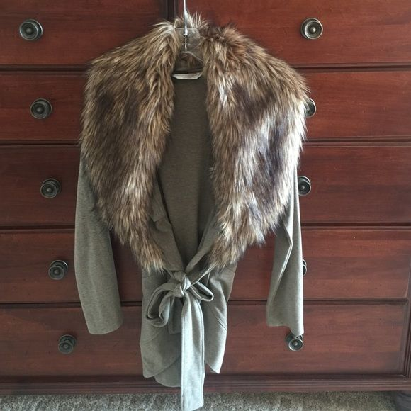 Boston Proper cardigan with fur collar. Size XS Super chic cardigan from Boston Proper. Size XS. Fur collar is detachable. Ties at waist if desired. Also has pockets and is super comfy. I would say this runs a little large as I am usually a Small. Boston Proper Sweaters Cardigans