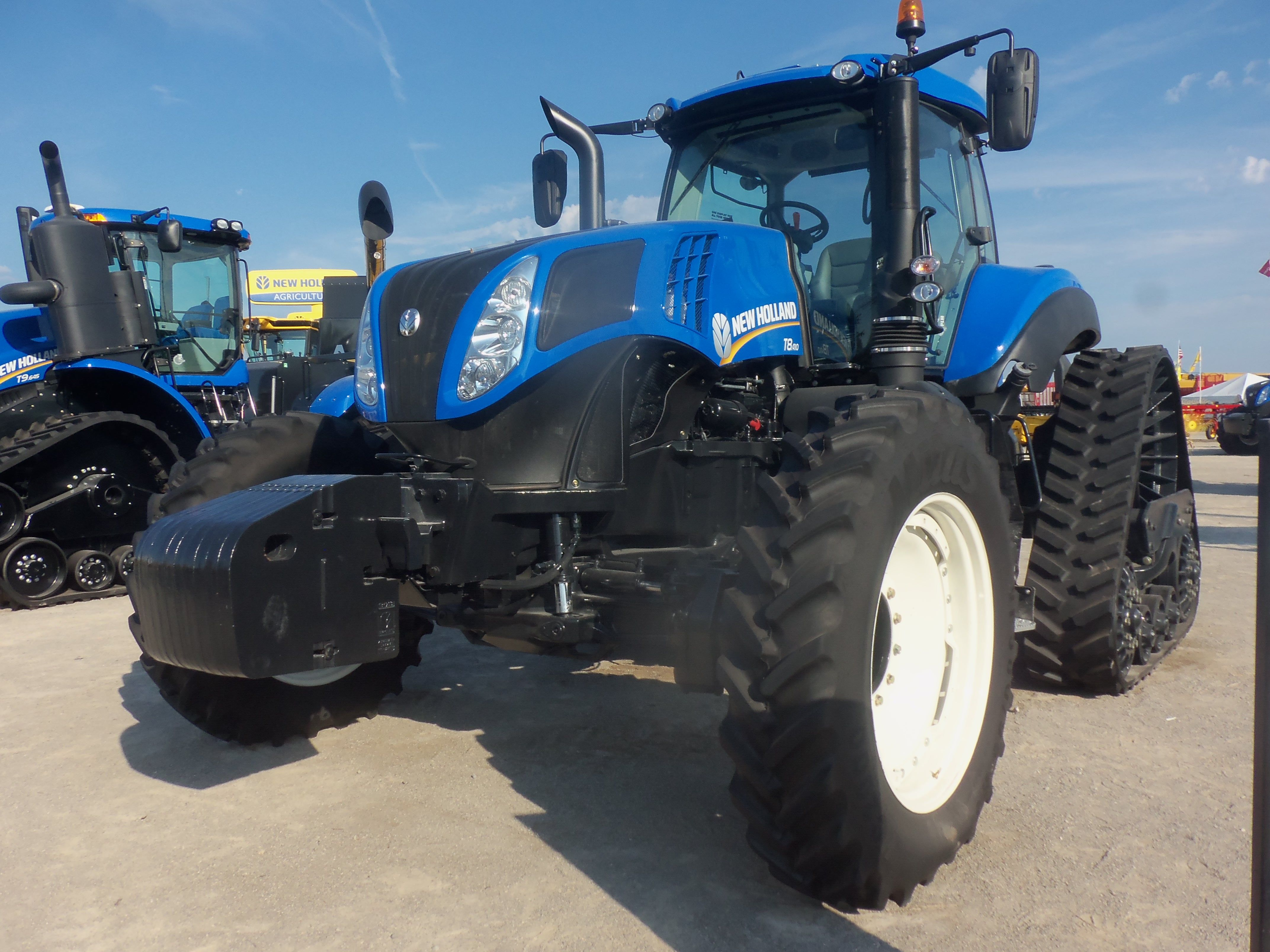 New Holland T8410 On Rear Tracks New Holland Tractor New