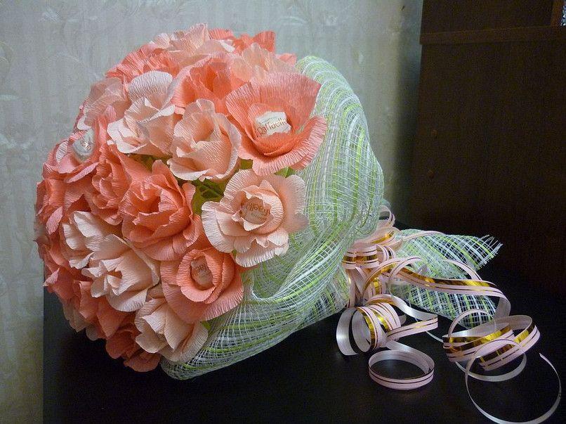 Подарок из цветов женщине своими руками