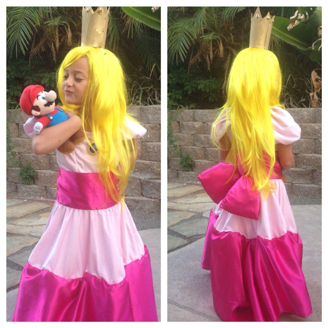 Princess Peach costume, Princess Peach cosplay, Mario and Luigi ...