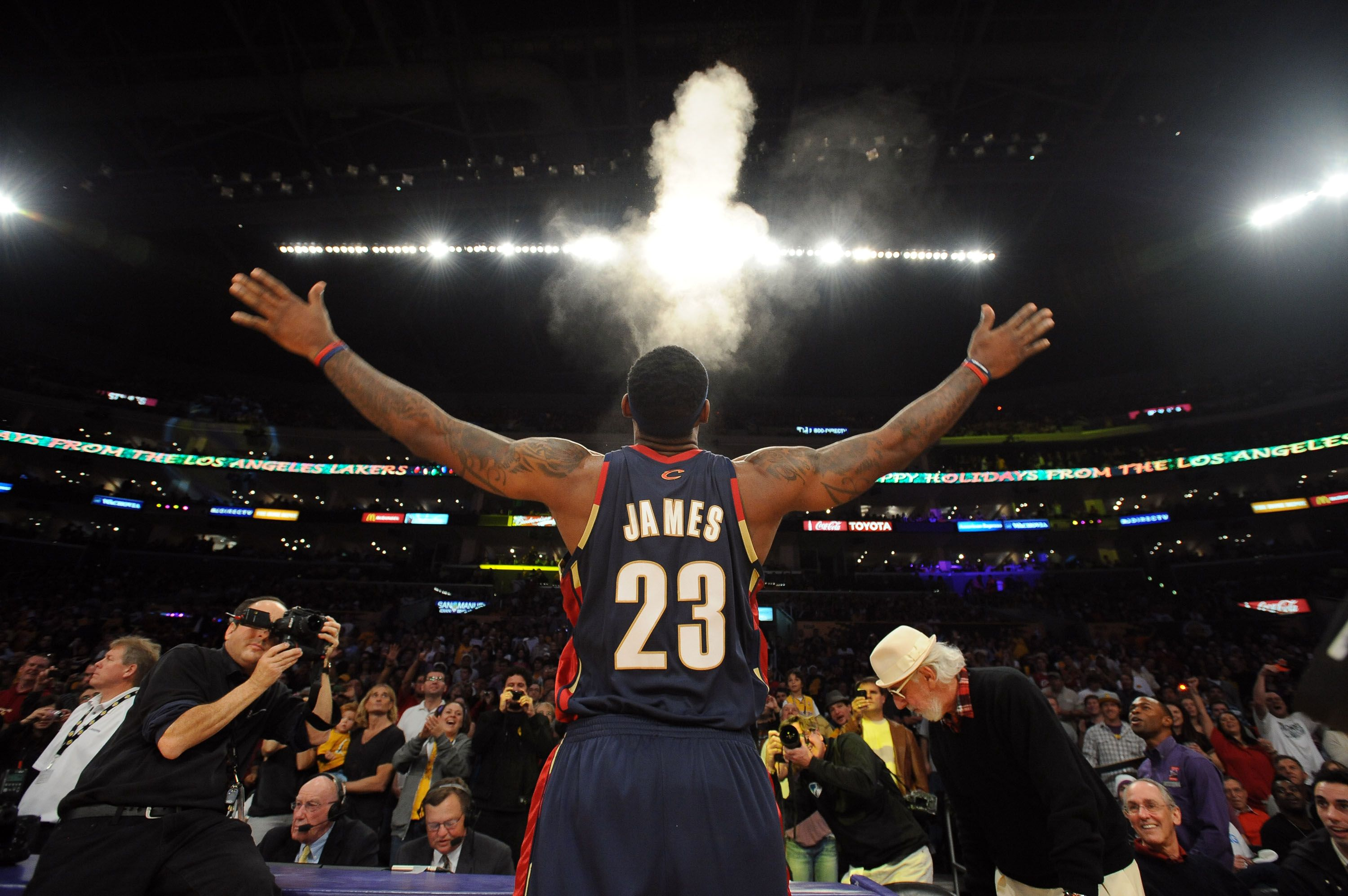 Lebron S Signature Pre Game Powder Toss Yes Yes Yes Lebron James Poster Lebron James Lebron
