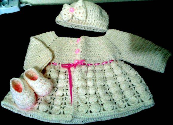 Conjunto para bebê em crochê.  Composto por casaquinho, touca e sapatinho.  Confeccionado com lã especial para bebê.  Pode ser feito em outras cores.  Feito sob encomenda R$ 70,00