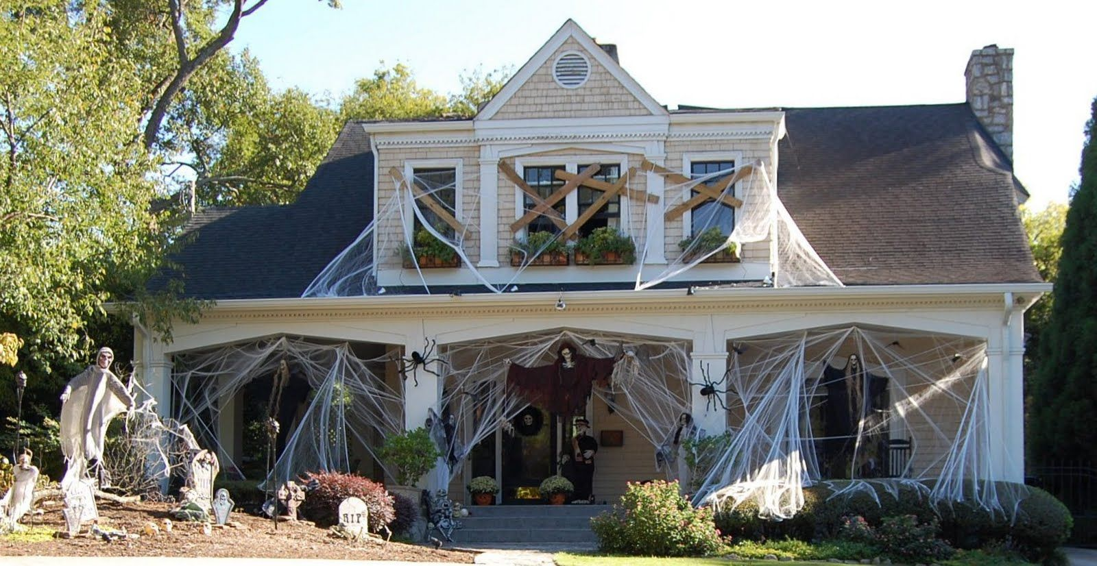 A Halloween House\u2026Spooky! Halloween house, Outdoor halloween and - Halloween House Decorating Ideas Outside
