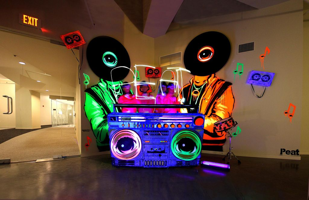 stenSOUL DJ booth - NEON! in 2019 | 80s party | Dj booth, Dj stand