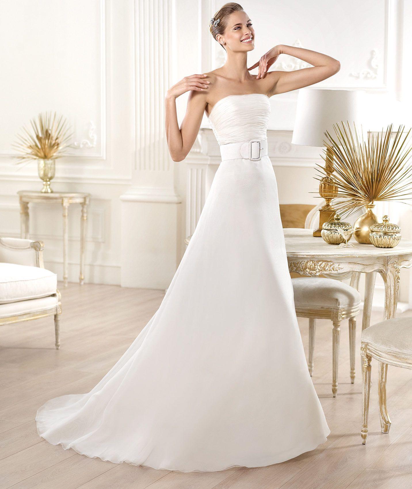 Pronovias presents the Yesalem wedding dress. Atelier Pronovias 2014. | Pronovias
